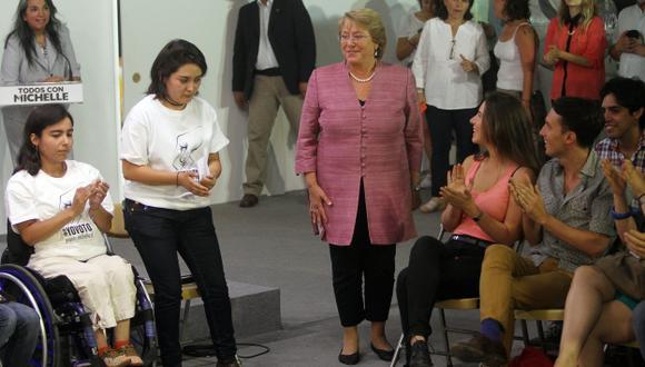 FAVORITA. Triunfo de Bachelet está casi asegurado al haber sacado ventaja de 21% en primera vuelta. (EFE)