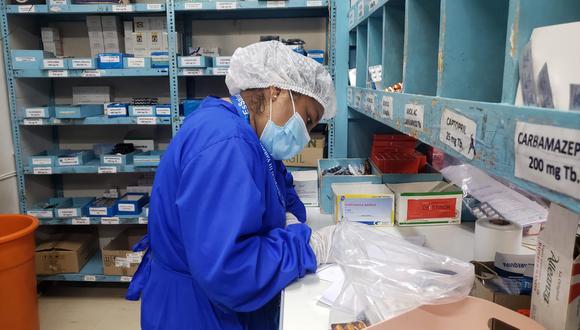 """En sus inicios """"Farmacia en casa"""" empezó repartiendo 100 medicamentos diarios, pero en lo que va del año, la demanda aumentó a un promedio de 600 a 700 recetas diarias (Foto: EsSalud)"""