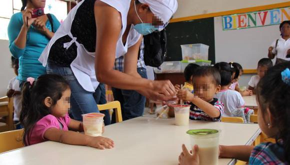 Unos 90 escolares de Lambayeque fueron hospitalizados al intoxicarse por comer alimentos de Qali Warma. (Perú21)