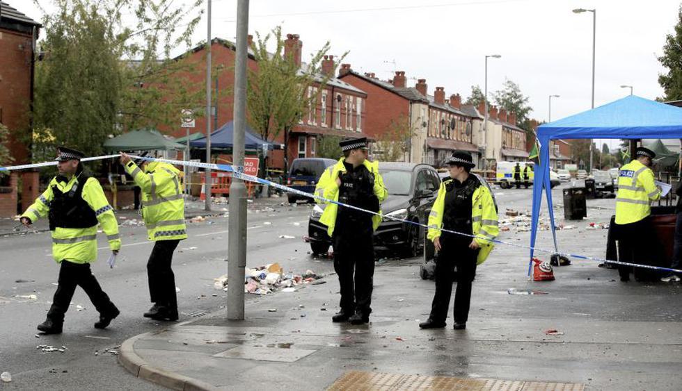 Diez personas, entre ellas dos menores de edad, resultaron heridas la madrugada del domingo en una balacera en un festival de cultura caribeña en Manchester, en el norte de Inglaterra. (Foto: AP)