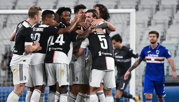 Los jugadores de Juventus celebran el título 36 de la historia de la 'Vieja Señora'. (Foto: AFP)
