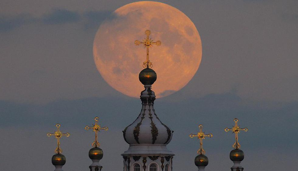 'Superluna' en San Petersburgo, Rusia. (AP)
