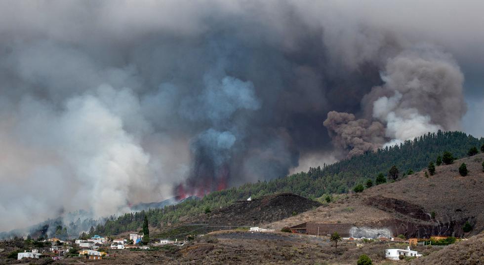 Cumbre Vieja entró este domingo en erupción después de más de una semana en la que se acumularon miles de seísmos en la zona. (Foto: DESIREE MARTIN / AFP)