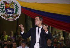 Juan Guaidó pide retomar las protestas en un regreso a Venezuela entre golpes   VIDEO