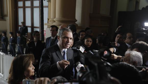 Jefe del gabinete entregó personalmente oficio sobre cuestión de confianza al titular del Legislativo. (Foto: GEC/ Anthony Niño de Guzmán)