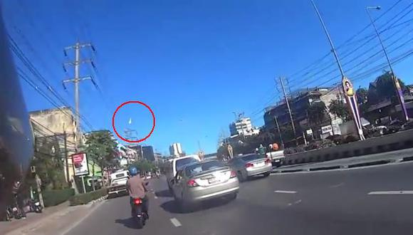 La caída de un meteorito en Tailandia sorprendió a la población. (YouTube)