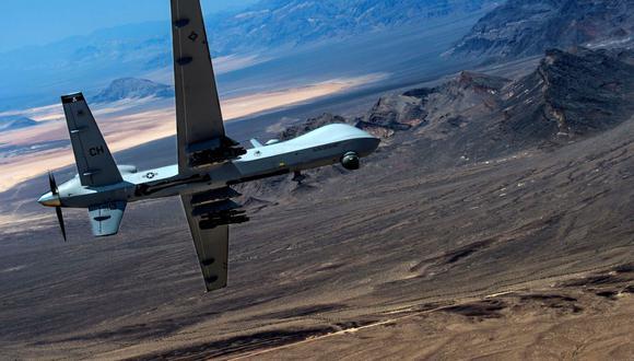 Un avión no tripulado MQ-9 Reaper pilotado de forma remota realiza maniobras aéreas sobre la Base de la Fuerza Aérea Creech, Nevada, Estados Unidos, el 25 de junio de 2015. (USA Air Force/Senior Airman Cory D. Payne/REUTERS).
