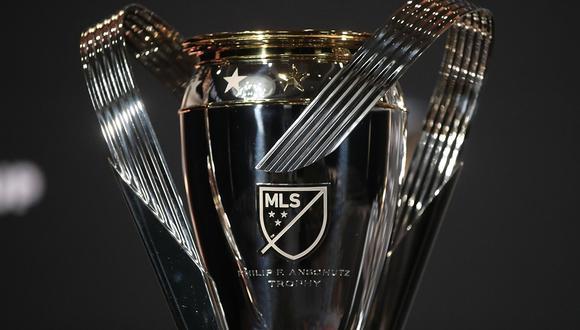Este es el trofeo de la MLS que se disputarán el domingo Seattle Sounders y Toronto FC. (Foto. MLS)