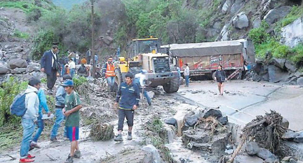 Huaico cayó la tarde del jueves en la provincia liberteña de Otuzco y arrastró hasta cinco vehículos. (USI)