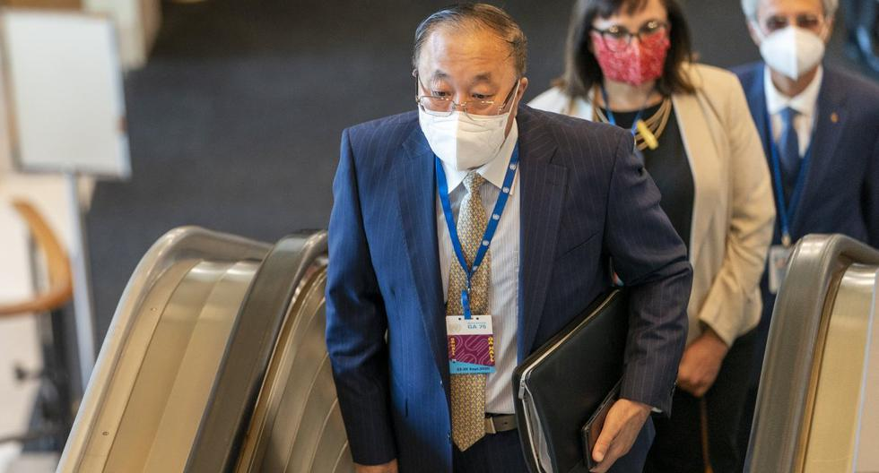 El embajador de China ante la ONU, Zhang Jun, llega para la 75a sesión de la Asamblea General. (AP/Mary Altaffer).