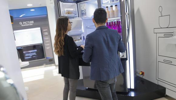 Ante el miedo de un posible contagio, los peruanos han optado por comprar refrigeradoras más grandes con la finalidad de almacenar más comida y evitar las constantes salidas a los puntos de venta. (Foto: Manuel Melgar)