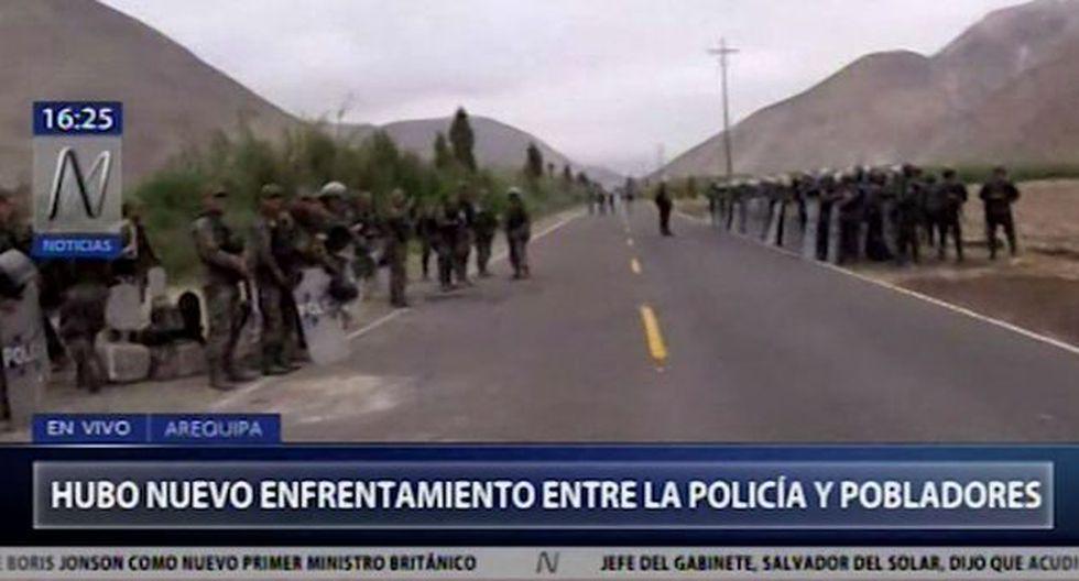 La policía usó perdigones, gas lacrimógeno, proyectiles de goma a fin de dispersar a los manifestantes, quienes bloquearon la zona. (Foto:Captura Canal N)