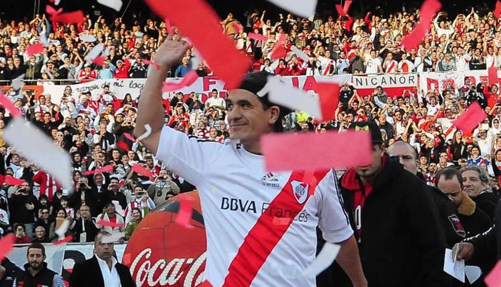 Unas 60,000 almas se reunieron en el Monumental de River para la despedida del fútbol de Ariel Ortega. (lanacion.com)