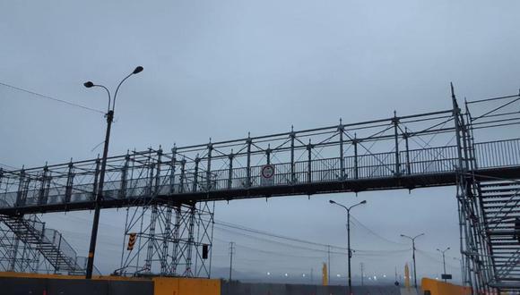Tras más de 10 días, se culminó la instalación de un puente peatonal provisional tras el derrumbe del puente Campamento. (Foto: MML)