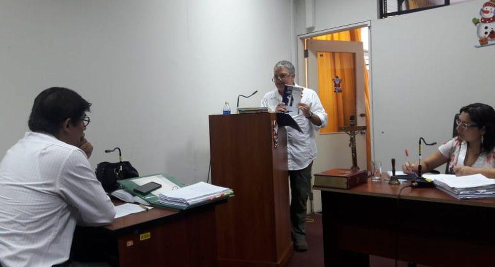 El periodista Pedro salinas asistió hoy a la audiencia por el juicio que le sigue por presunta difamación en Piura. (Foto: Johnny Obregón)