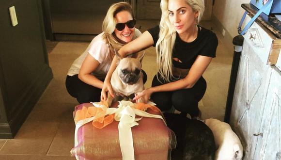 Lady Gaga con sus perros Miss Asia, Gustavo y Koji. (Foto: @ladygaga)