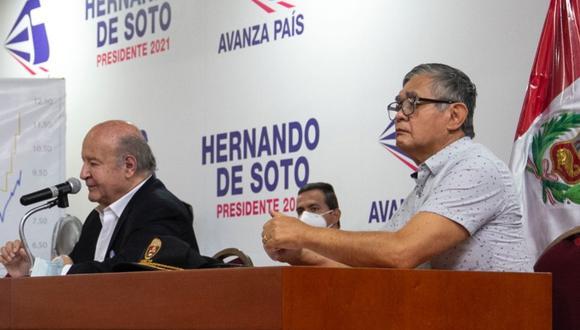 Marco Miyashiro y el candidato Hernando de Soto en plena campaña. (Foto: Prensa Avanza País)