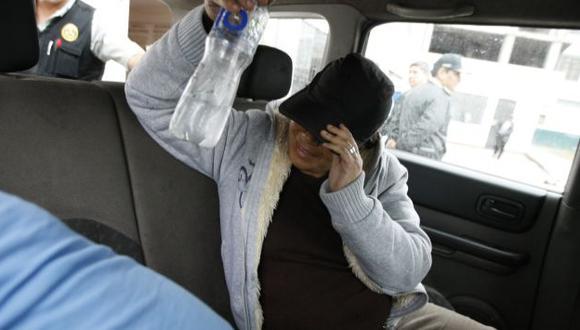 SE OCULTÓ. Margarita Calderón no quiso dar la cara tras ser llevada a la Divincri de El Agustino. (Luis Gonzáles)