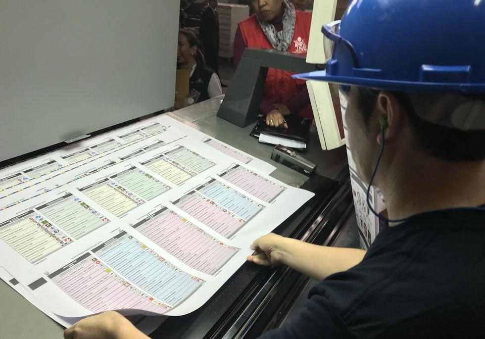 La prueba de impresión que realizó la ONPE fue el paso final antes de iniciar la impresión de las cédulas que se repartirán por todo el país. (Foto: Twitter)