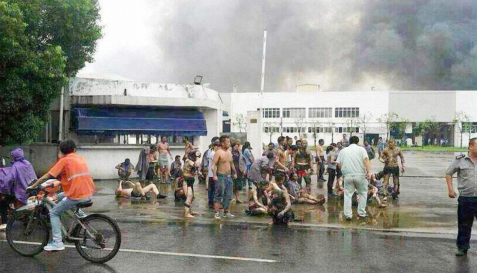 Imagen captada por un celular de los heridos que salieron por sus propios medios. (EFE)