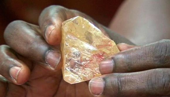 África: Diamante de 476 quilates es encontrado en Sierra Leona. (AFP)