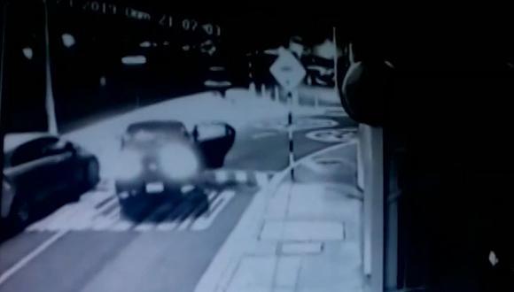El asalto fue frustrado por un agente de seguridad. (Foto: Captura/Latina)