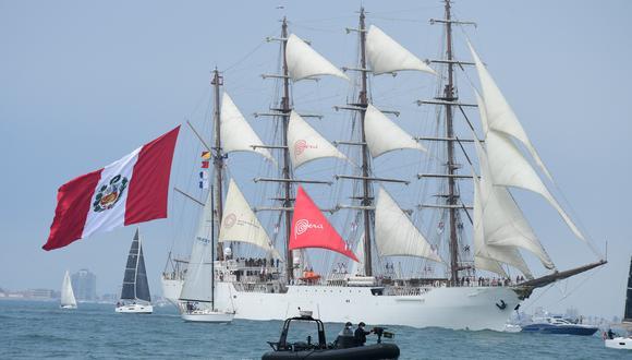 """El Buque Escuela a Vela B.A.P. """"Unión"""", zarpó del Puerto del Callao con los cadetes de tercer año de la Escuela Naval."""