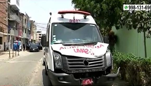 Conductor de la motocicleta se encuentra estable tras accidente provocado por una maniobra temeraria que provocó que impacte contra ambulancia del SAMU. (Foto: América Noticias)
