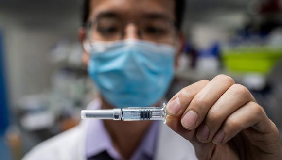 El Gobierno peruano está intentando, con ayuda del sector privado, ser uno de los primeros países en adquirir la vacuna.. (Foto por NICOLAS ASFOURI / AFP).