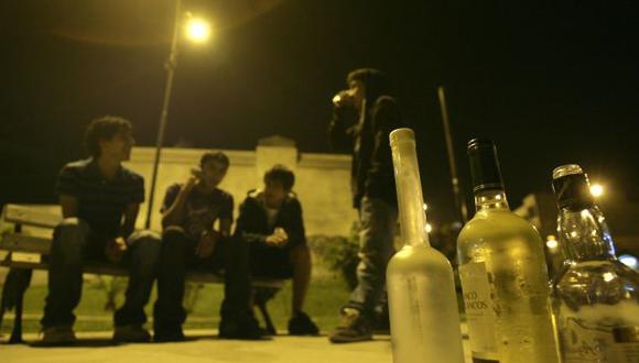 PREOCUPANTE REALIDAD. Los muchachos suelen consumir drogas luego de beber licor. (Alberto Orbegoso)