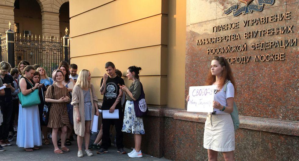 Más de un centenar de personas protestaron el viernes en Moscú contra la detención del periodista Iván Golunov. (Foto: EFE)