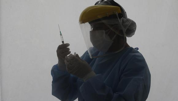Minsa anunció investigación por casos reportados en Lima sobre uso de jeringas sin contenido durante proceso de inmunización a adultos mayores. (Foto: Jorge Cerdán/@photo.gec)