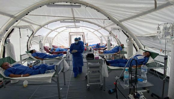 """La cifra de decesos confirmados llegó a un acumulado de 13.688, a los que se suman 5.175 """"fallecidos probables"""" con la enfermedad, lo que arroja un total de 18.863 defunciones durante la pandemia. (Foto: Enrique Ortiz / AFP)"""