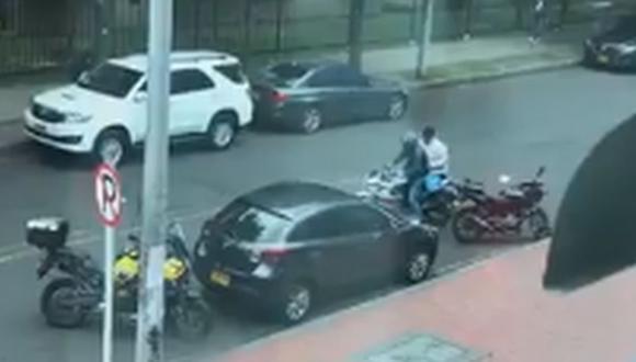 El noticiero del canal City TV reveló otras imágenes que muestran cómo, cuadras adelante, los dos hombres fueron capturados por una patrulla de la policía. (Foto: Captura)