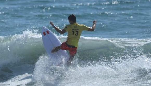 Lucca Mesinas avanzó a cuartos de final del surf masculino. (Foto: IPD)