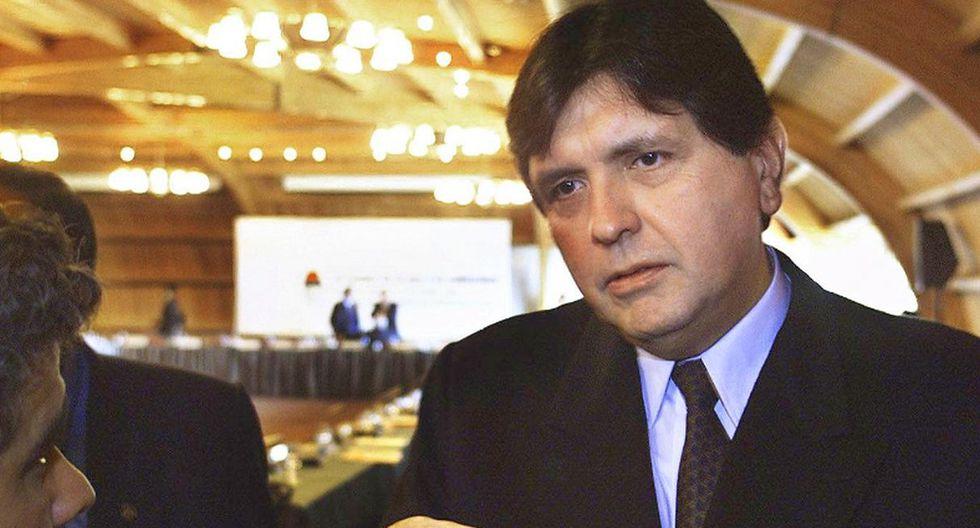 7. En abril de 1995, el Congreso levantó la inmunidad a Alan García por supuestos sobornos para la construcción del tren eléctrico, pero su extradición fue denegada y pasó a vivir en París. (Foto: AFP)