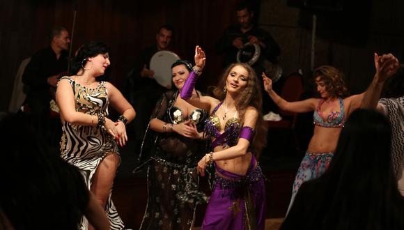 A las bailarinas egipcias, se les juzga con más severidad que a las extranjeras, quienes aún tenían bastante acogida antes de la pandemia por su trabajo en El Cairo. Ahora, para no perder contacto con su público, muestran videos de sus bailes pre-pandemia en las redes sociales. (Fuente: AFP)