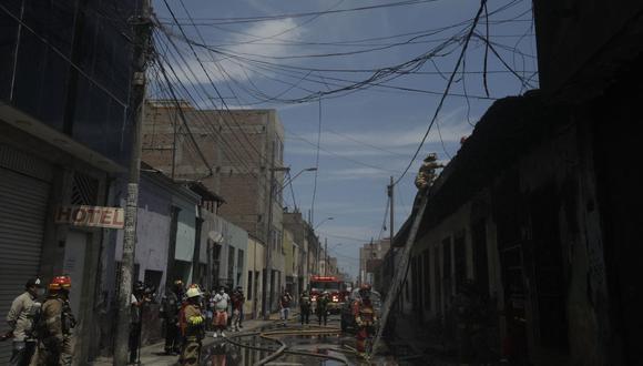 El incendió requirió de seis unidades de bomberos. (Fotos: José Rojas Bashe / @photo.gec)