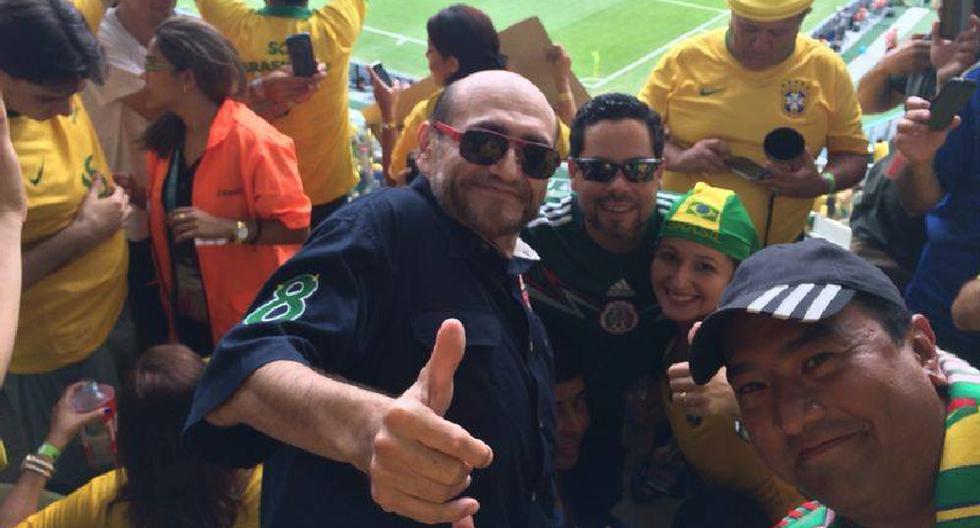 Edgar Vivar, más conocido como el 'Señor Barriga', estuvo en las tribunas del Brasil-México apoyando a su selección. Muchos fanáticos aprovecharon para sacarse una foto con la leyenda viva de la Vecindad del Chavo. (Internet)
