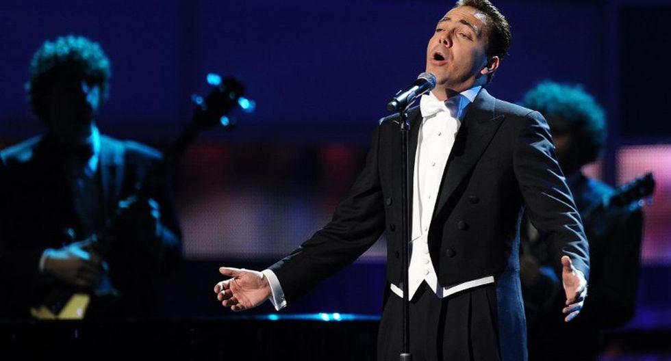 El cantante rinde un merecido homenaje a Juan Gabriel. (Foto: AFP)