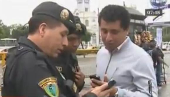 Policías no revisarán, solo consultarán a transeúntes si desean saber si su celular es robado.