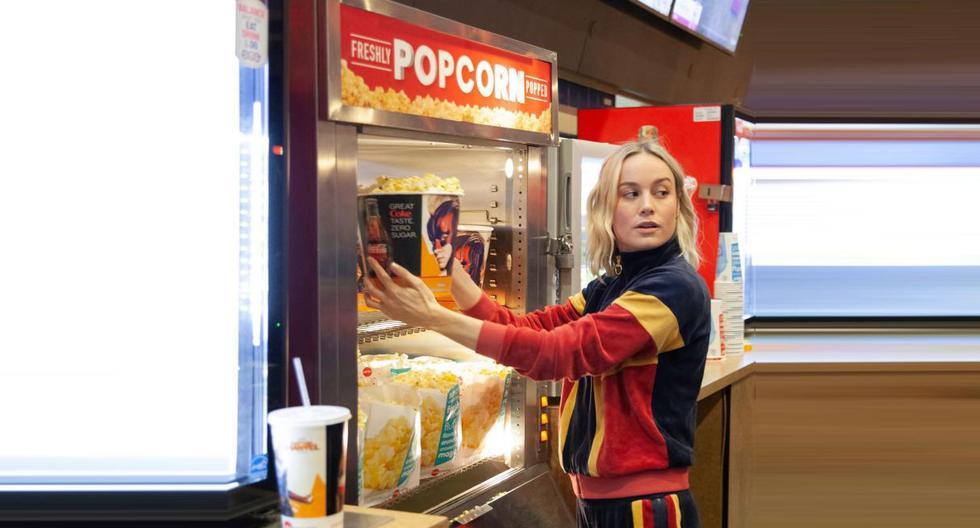 """Brie Larson, protagonosta de """"Captain Marvel"""", sorprendió a sus fanáticos en un cine de Los Ángeles y les sirvió pop corn y gaseosas. (Foto: @captainmarvelofficial)"""