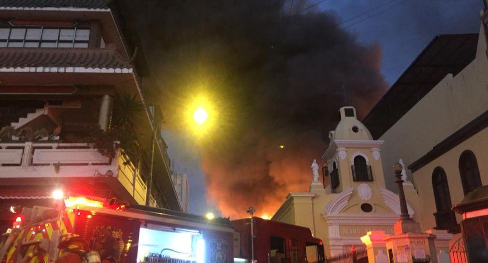 Una pared colapsa por el incendio de Jiron Cusco cuadra7(GEC)