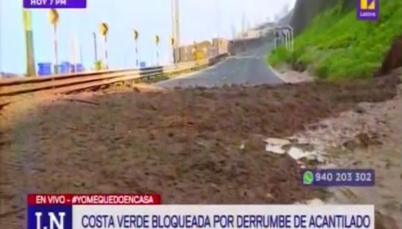 El derrumbe bloqueó la vía. (Foto: Captura/Latina)