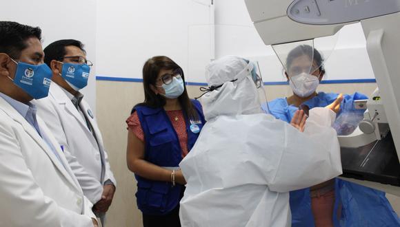 Antes, el policlínico Chincha solo contaba con un equipo de rayos x convencional y ahora ya tiene un área de imagenología completa. (Foto: EsSalud)