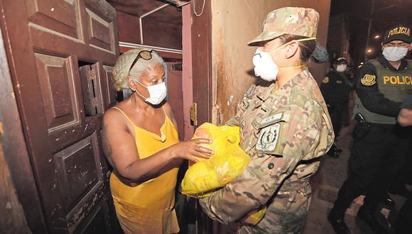 Funcionarios se quedan con los víveres destinados a los más necesitados (José Caja/GEC).