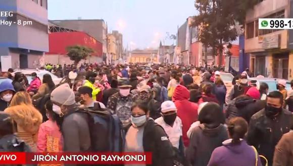 La conglomeración de ambulantes se reporta  también en las avenidas Manco Cápac y Grau. (Captura: América Noticias)