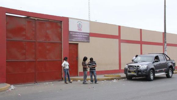 VIGILANCIA. Policías resguardan centro juvenil que alberga sicarios. (Alan Benites)