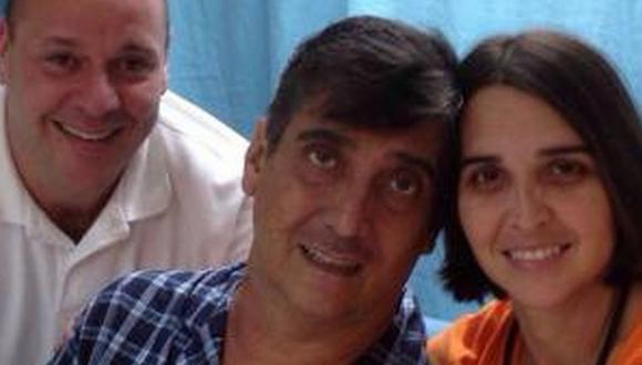 Guillermo Dávila junto a su esposa en clínica de Puerto Rico. (Twitter Laura Echeverría)