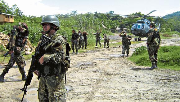 En lucha. Las Fuerzas Armadas hacen frente a las huestes de Sendero Luminoso convertidas en sicarios del narcotráfico. (GEC)
